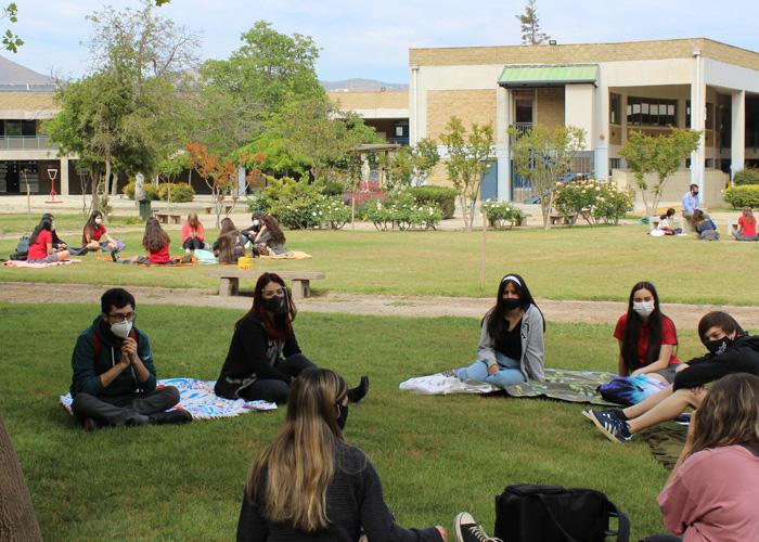 Estudiantes de IV° Medio retornan de manera presencial al colegio