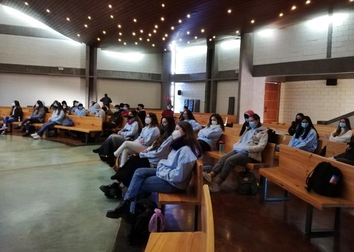 Ex-alumnos participaron en foro vocacional para IV°s Medios